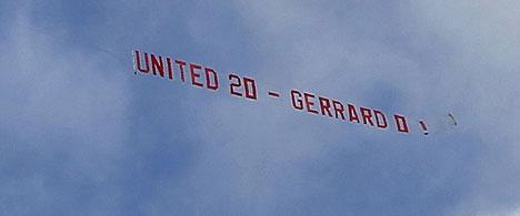 Peminat Manchester United Sewa Pesawat Untuk Ejek Gerrard