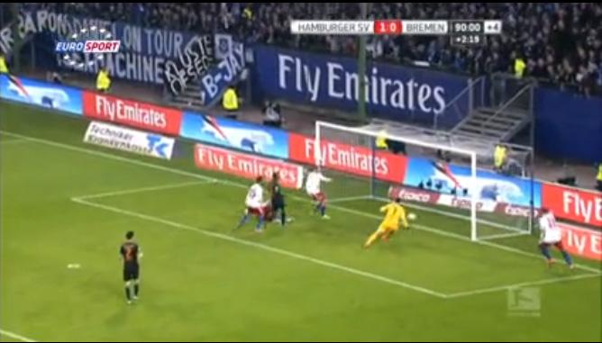 Keeper Menjaringkan Gol Sendiri