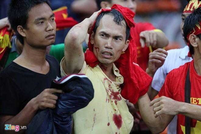 Gambar Pergaduhan Ketika Perlawanan Malaysia vs Vietnam 02
